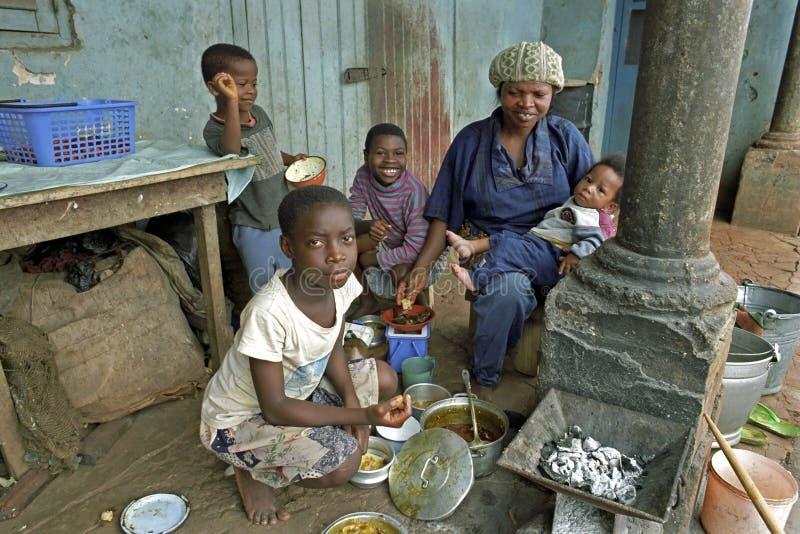 Familieportret van de moeder en de kinderen van Ghanian royalty-vrije stock afbeeldingen