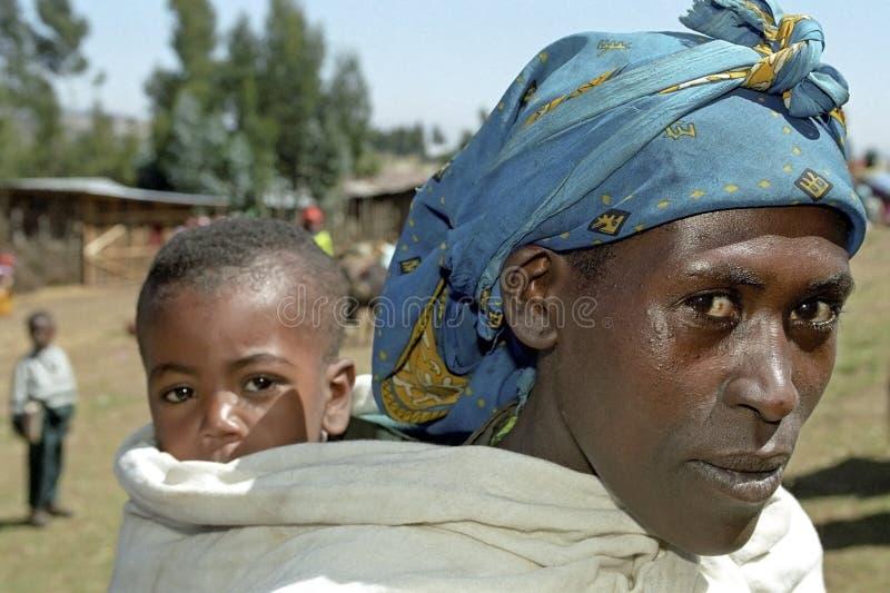 Familieportret van Ethiopische moeder en baby royalty-vrije stock afbeeldingen
