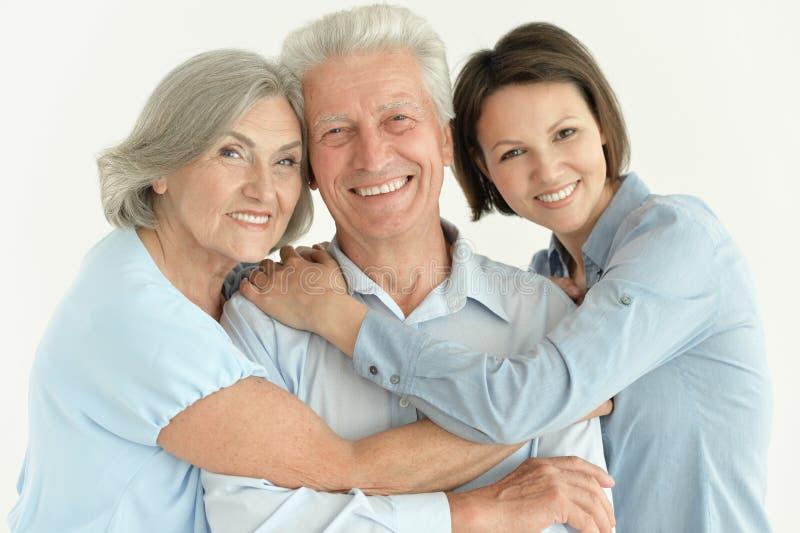 Familieportret van gelukkige ouders met het volwassen dochter samen stellen stock fotografie