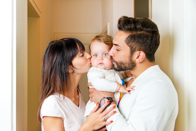familiy lyckligt arkivbilder