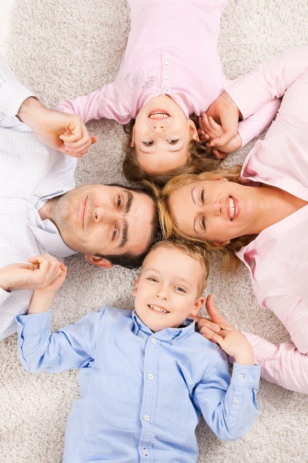 familiy stående arkivbilder