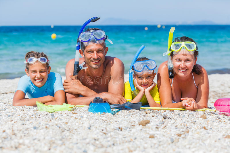 Familj av dykare royaltyfria foton