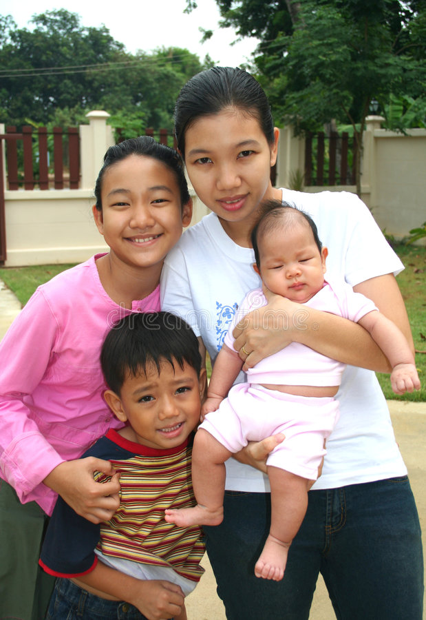 familj för asiat 2 arkivfoto