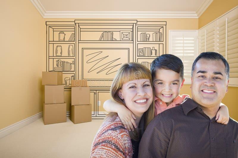 Familj för blandat lopp i rum med teckningen av underhållningenheten royaltyfria bilder