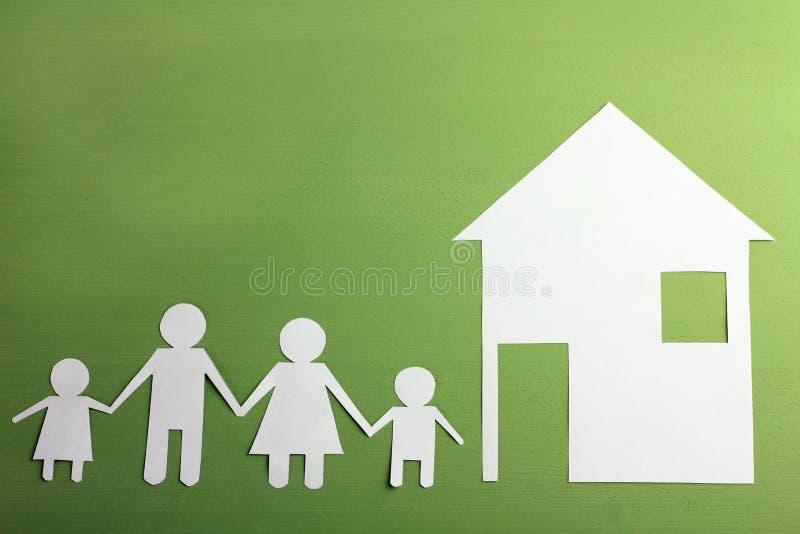 Familj från papper royaltyfri bild