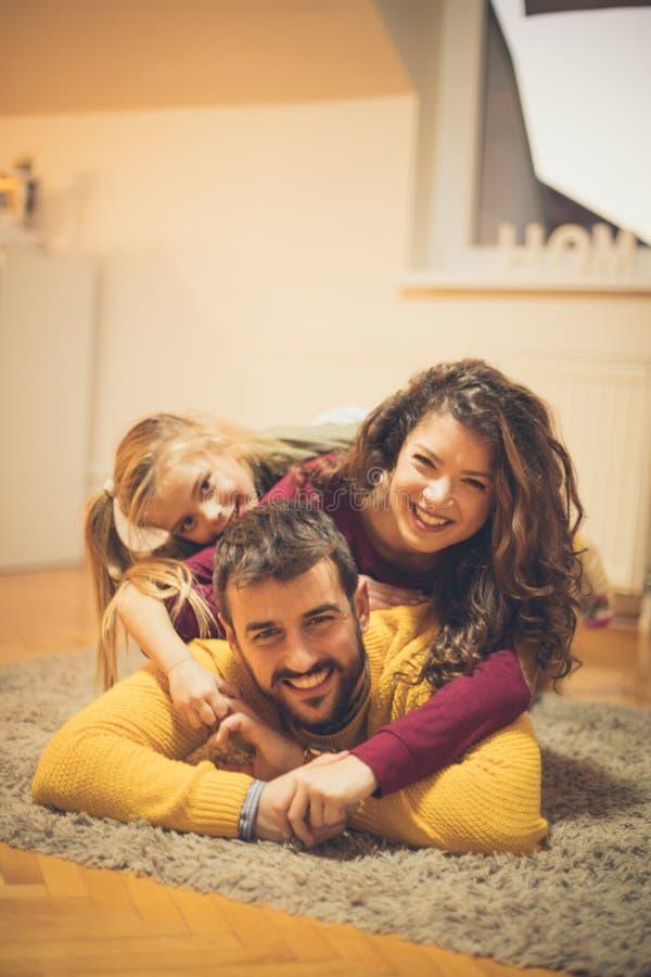 Familj lyckan för källa allra royaltyfria bilder