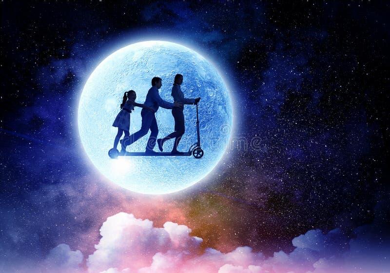 Familj mot fullmånen Blandat massmedia arkivbilder