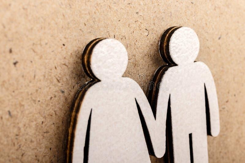 familj och parbegrepp figures tr? fotografering för bildbyråer