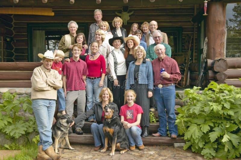 Familj och vänner av John Taft i den hundraårs- dalen på den Taft ranchen, hundraårs- dal, nära Lakeview MT arkivbild
