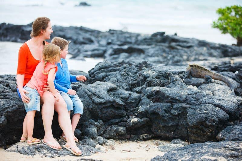 Familj på Galapagos royaltyfri foto