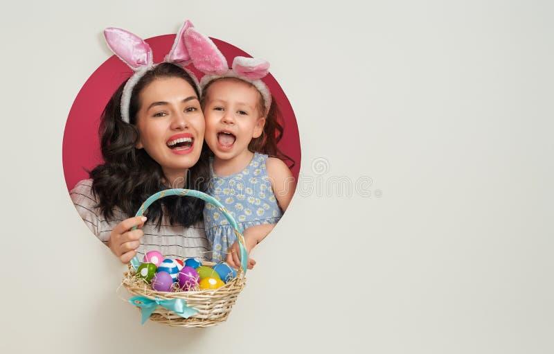 Familj på påsk arkivfoto