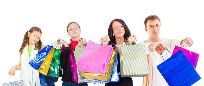 familj som isoleras över shoppingwhite fotografering för bildbyråer