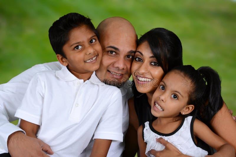 Familj tillsammans royaltyfri fotografi
