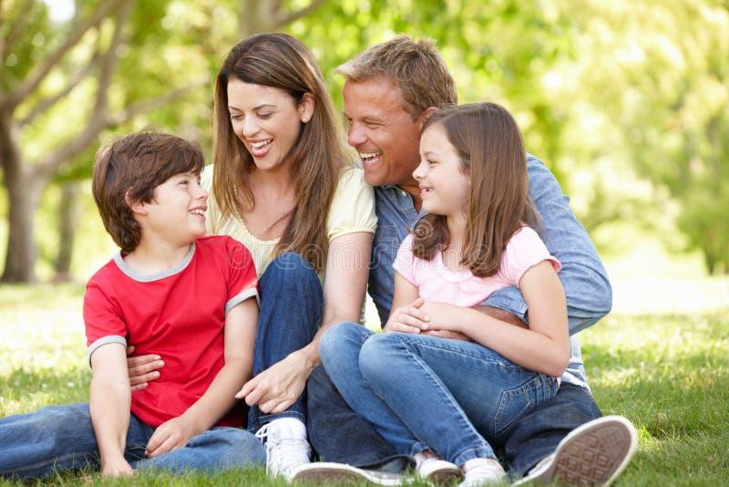 Familj utomhus royaltyfria bilder