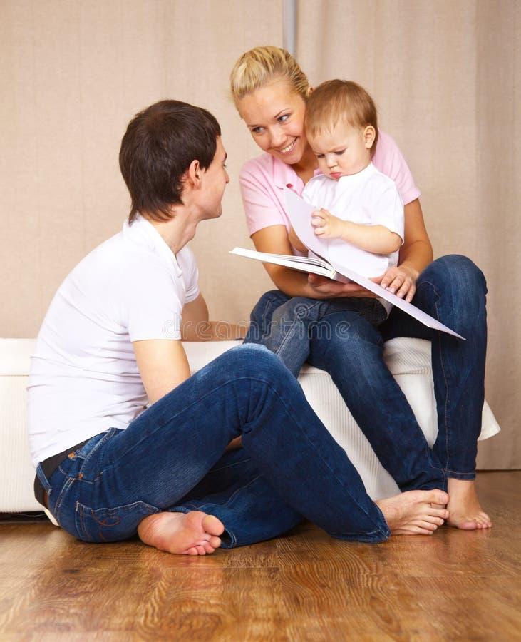 familjavläsning arkivbilder