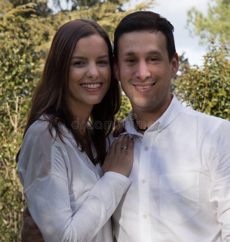 Familjberöm i trädgården royaltyfria foton