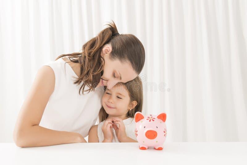 Familjbudget och besparingbegrepp arkivfoto