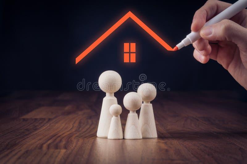 Familjeliv- och egenskapsförsäkring royaltyfri foto