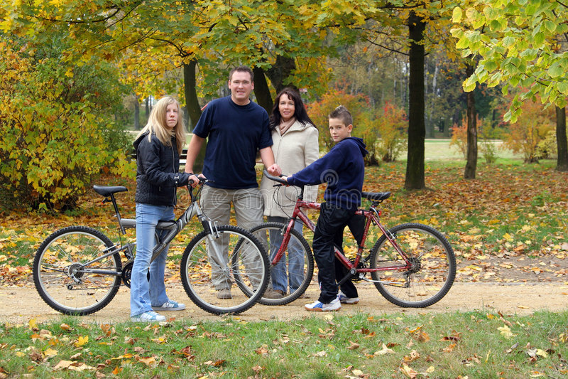 familjen går fotografering för bildbyråer