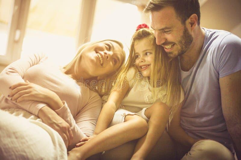 Familjförälskelse, den riktigaste förälskelsen arkivfoton