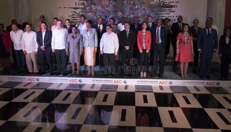 Familjfoto på slutet av det 22nd mötet av anslutningen av det ministeriella rådet för karibiska tillstånd arkivbild