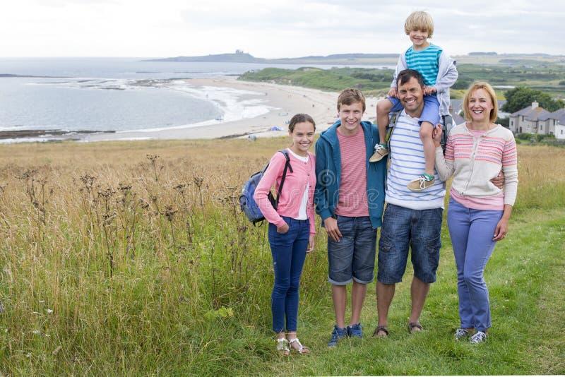 Familjfoto på stranden arkivfoton