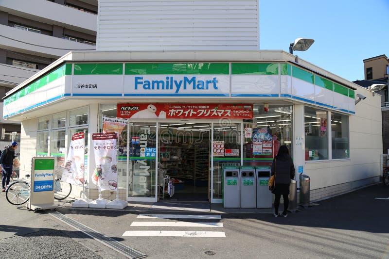 Familjmarknad i Tokyo, Japan arkivbilder