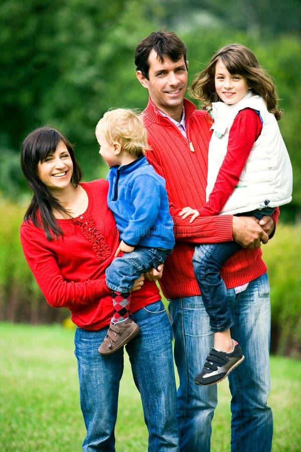 familjparkbarn arkivfoto