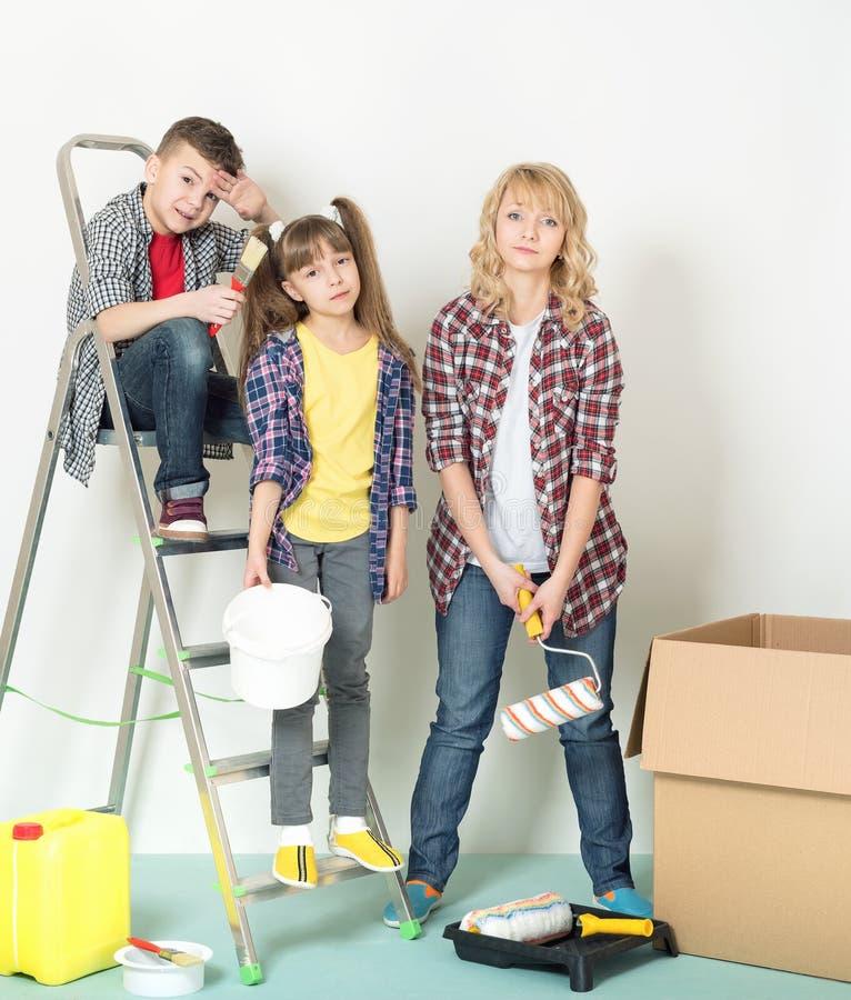Familjreparationer arkivfoton