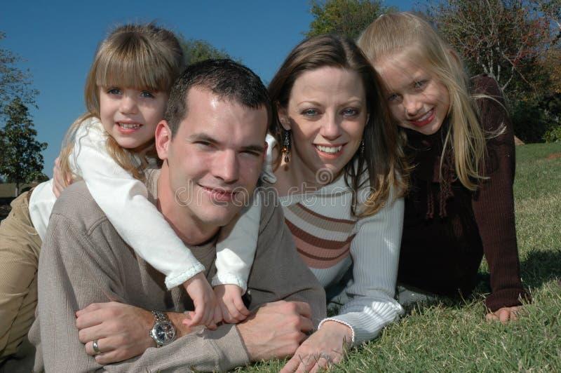 familjstående royaltyfri fotografi