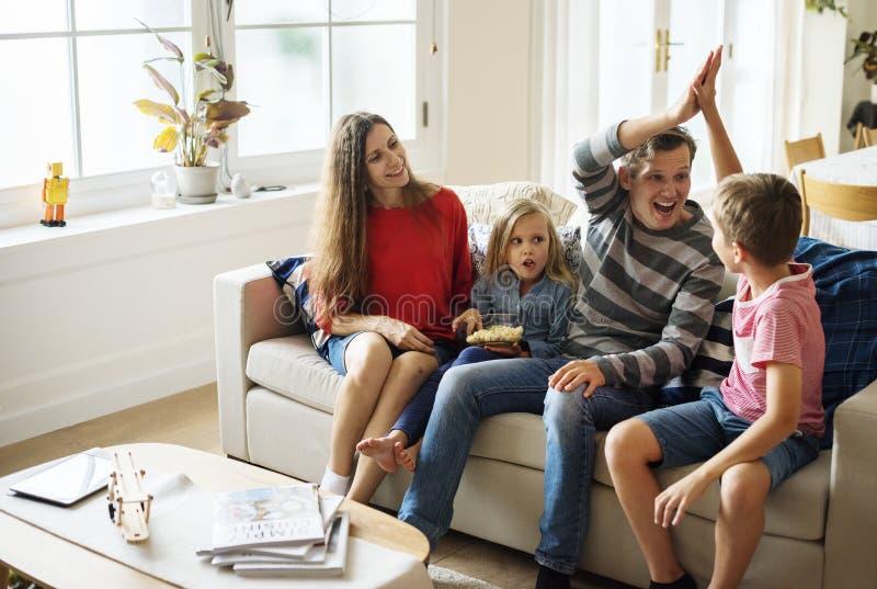 Familjutgiftertid tillsammans royaltyfri bild