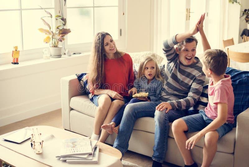 Familjutgiftertid tillsammans arkivfoto