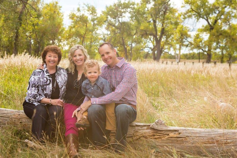 Download Famille photo stock. Image du garçon, amérique, automne - 45354802