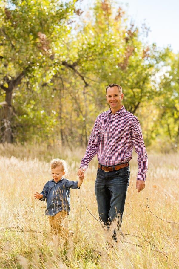 Download Famille image stock. Image du occasionnel, famille, adultes - 45355423