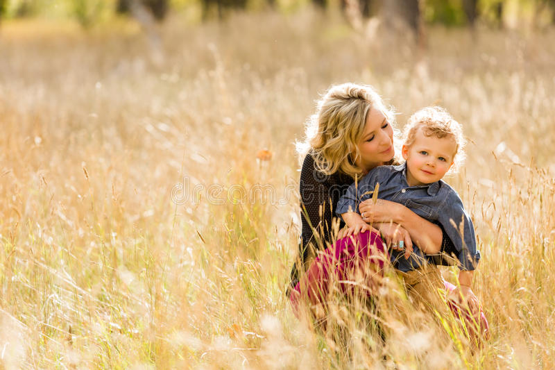 Download Famille photo stock. Image du adultes, occasionnel, nature - 45355652