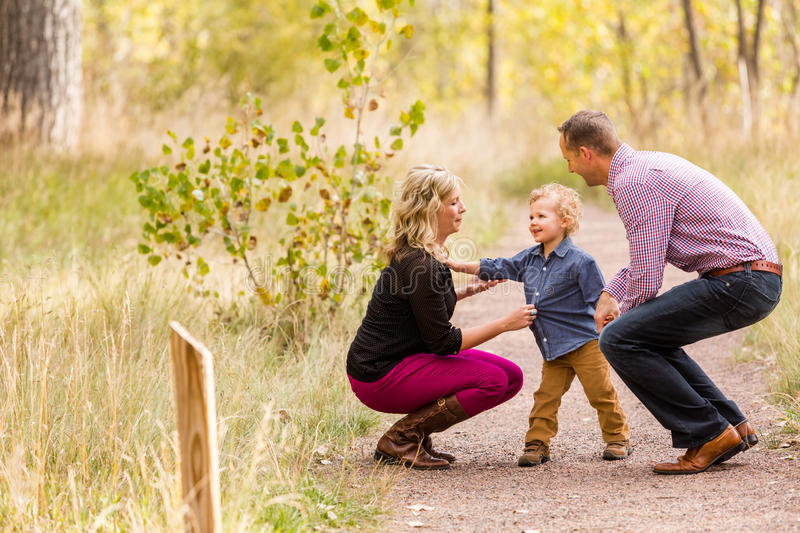 Download Famille photo stock. Image du maman, toddler, nature - 45355858