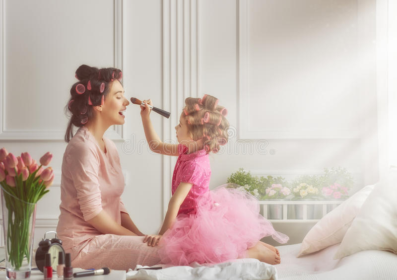 Famille affectueuse heureuse photographie stock