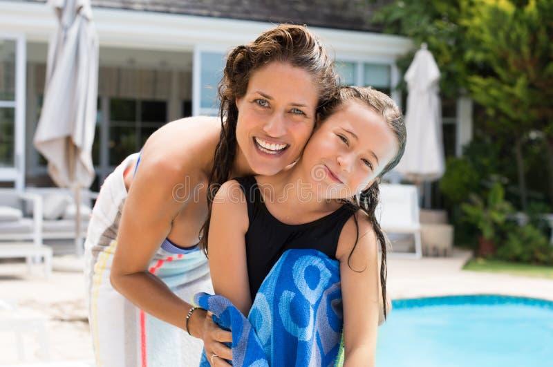 Famille après la natation photos libres de droits