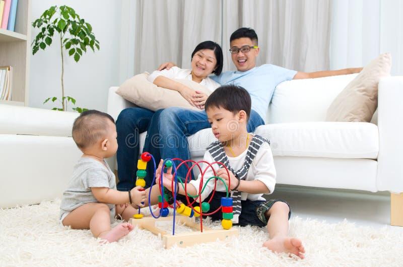 famille asiatique images stock