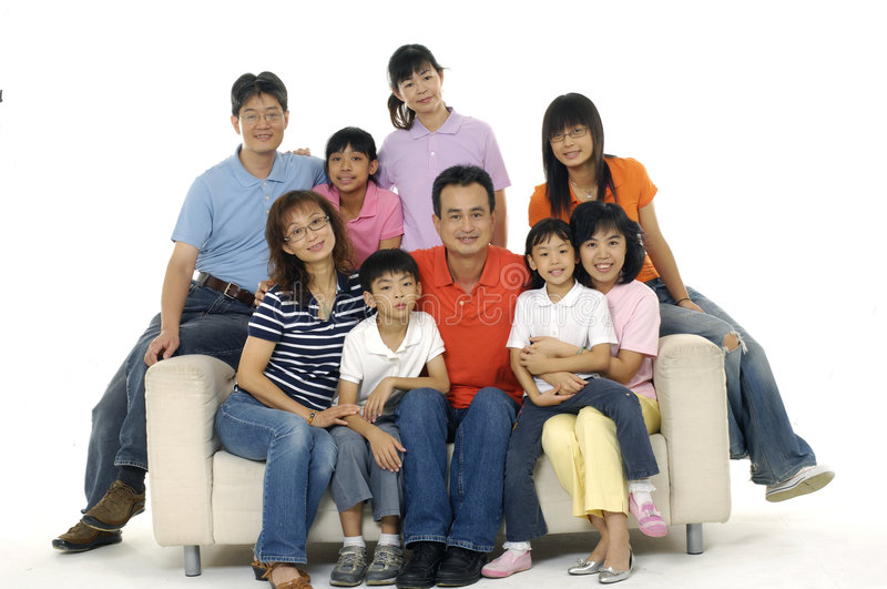 Download Famille asiatique image stock. Image du clan, isolement - 8669583