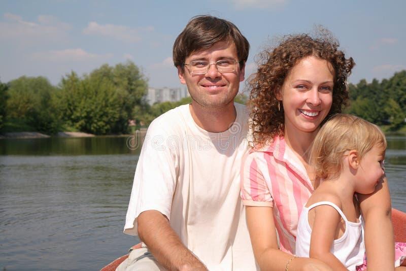 Famille au lac photos stock