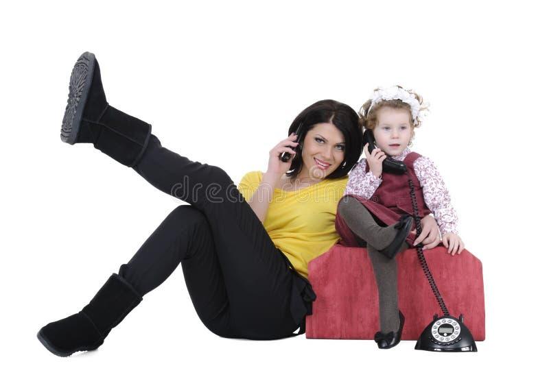Famille au téléphone images libres de droits