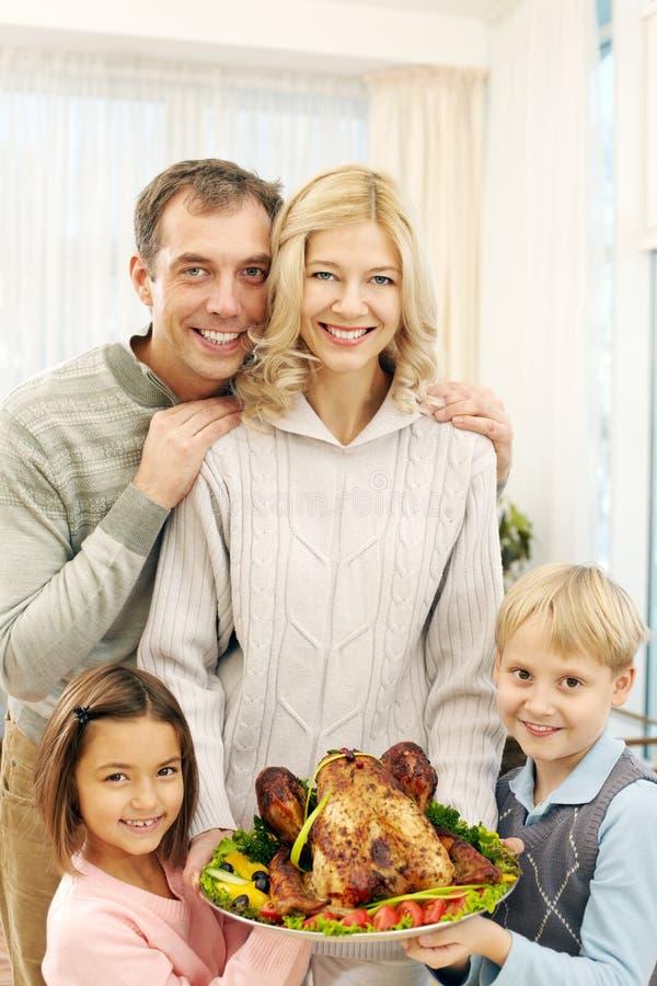 Famille au thanksgiving image libre de droits