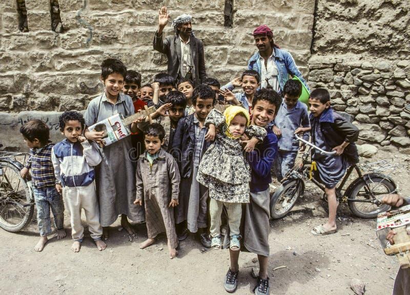 Famille avec l'autre pose d'enfants pour la photo photos libres de droits