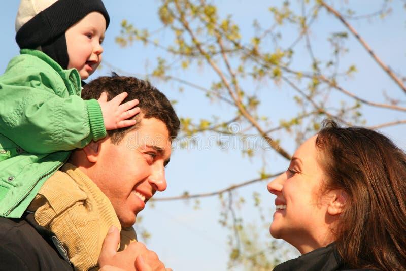 Famille avec la chéri image stock