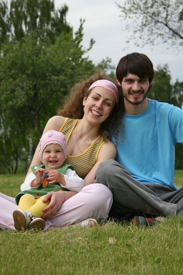 Famille avec la chéri images libres de droits