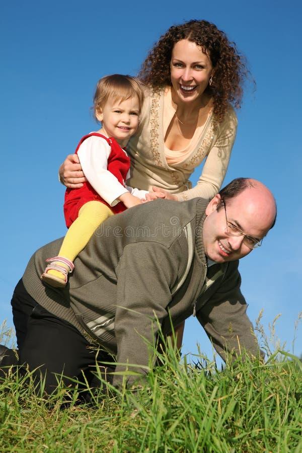 Famille ayant l'amusement image libre de droits