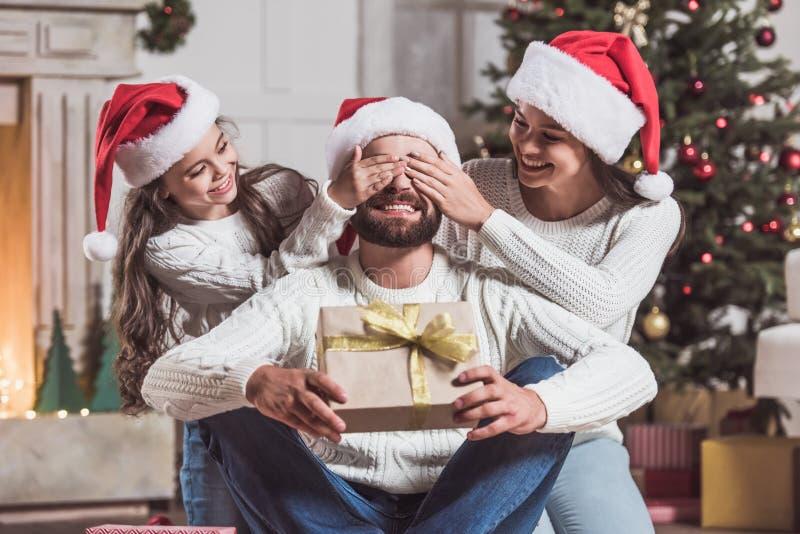 Famille célébrant la nouvelle année photo stock