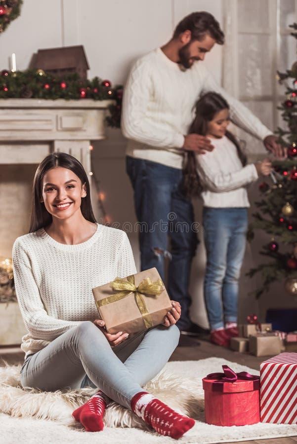 Famille célébrant la nouvelle année photographie stock
