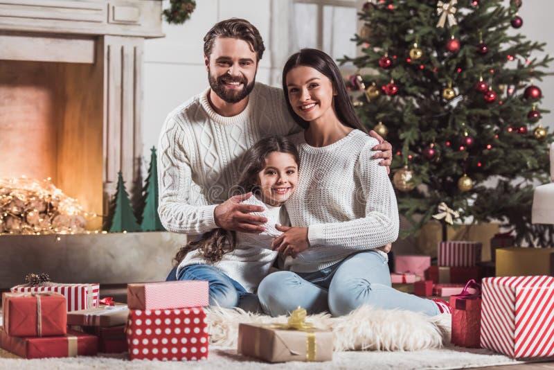 Famille célébrant la nouvelle année photos stock